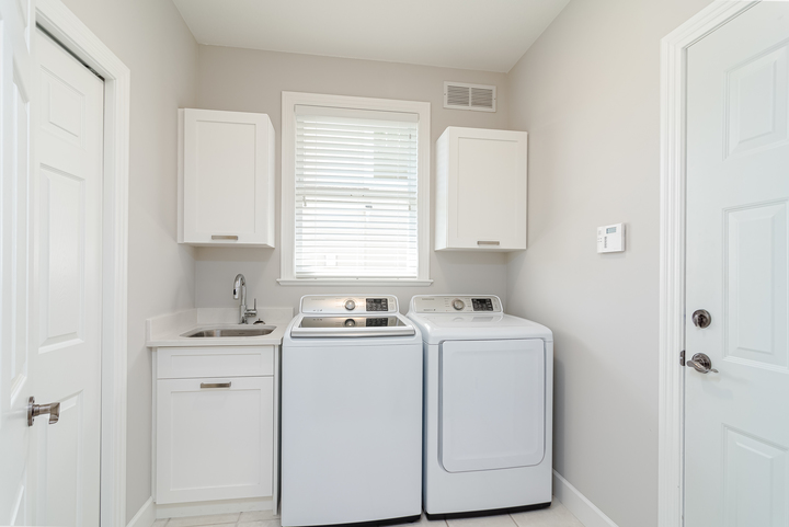 Laundry Room  at 13168 14a Avenue, Crescent Bch Ocean Pk., South Surrey White Rock