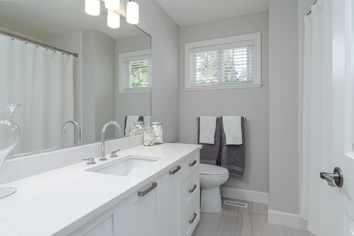 Upstairs Bathroom  at 13168 14a Avenue, Crescent Bch Ocean Pk., South Surrey White Rock
