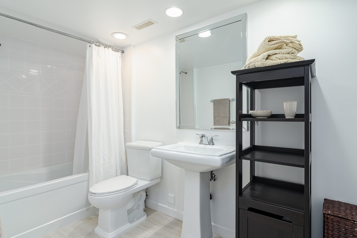 Downstairs Bathroom  at 13168 14a Avenue, Crescent Bch Ocean Pk., South Surrey White Rock