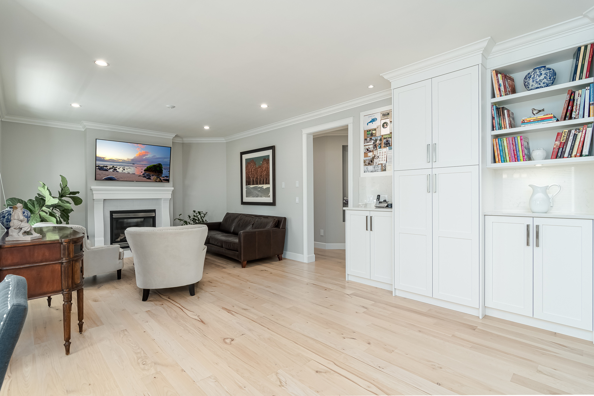 Family Room & Built In Storage  at 13168 14a Avenue, Crescent Bch Ocean Pk., South Surrey White Rock