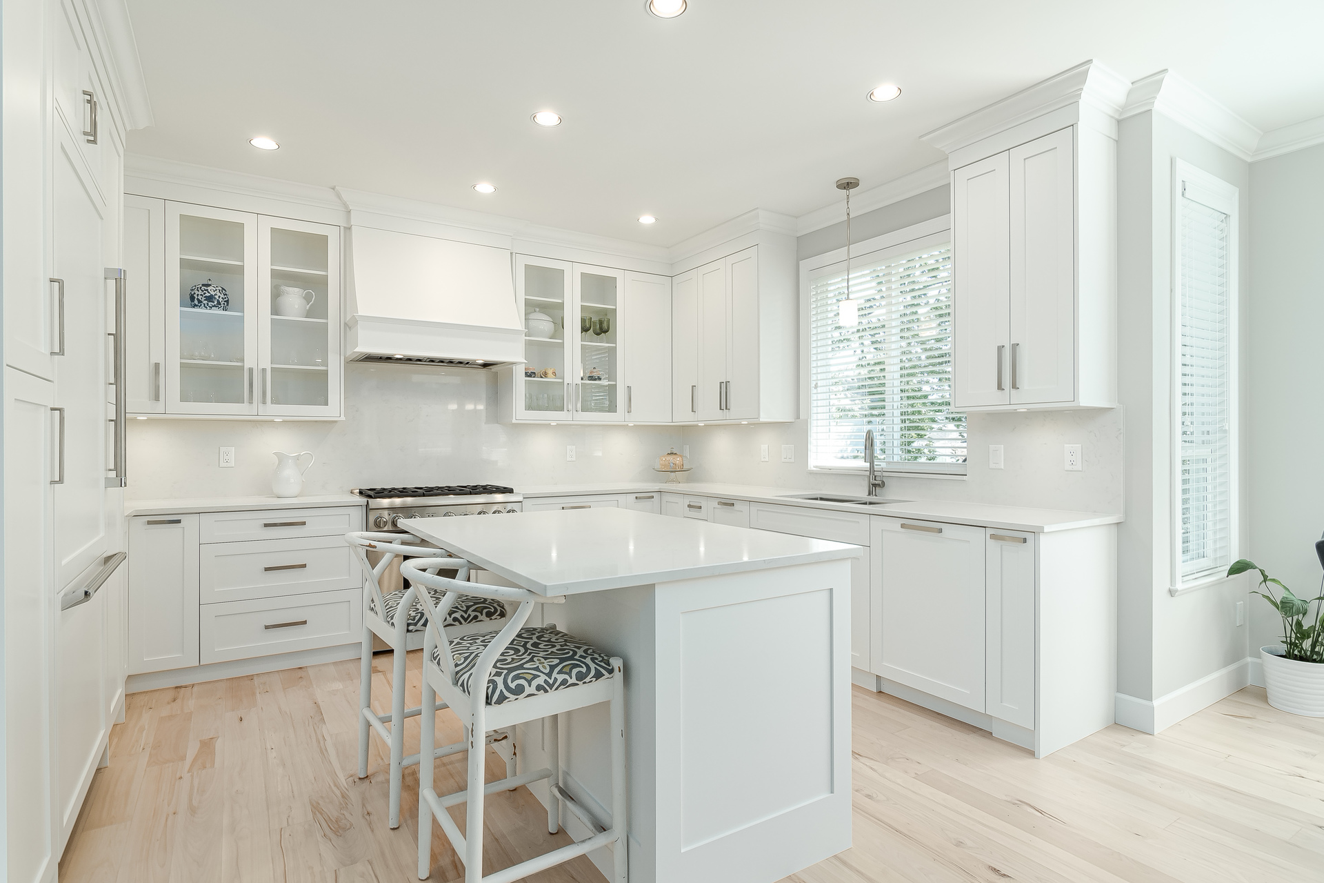 Kitchen & Island  at 13168 14a Avenue, Crescent Bch Ocean Pk., South Surrey White Rock