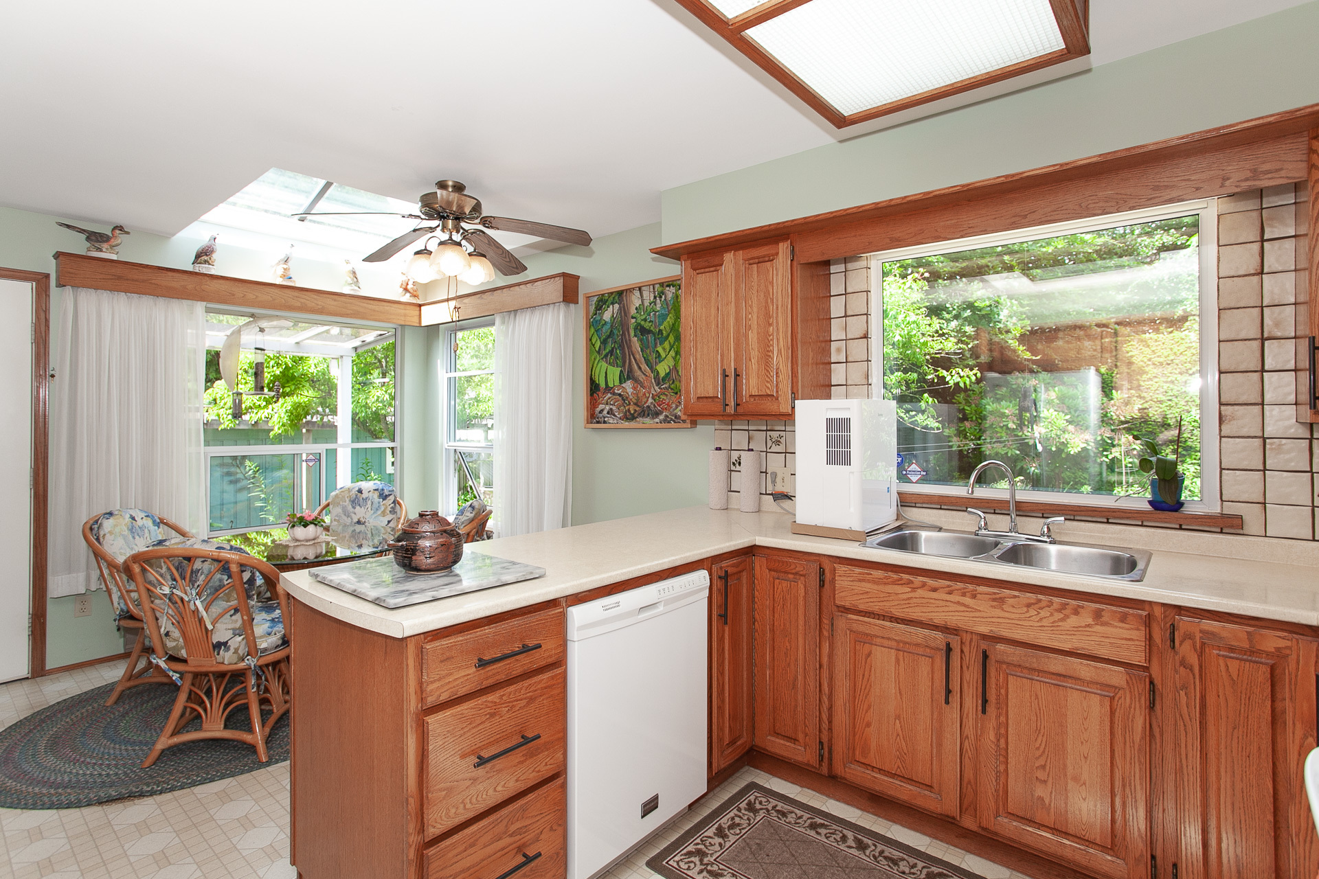 Kitchen at 13081 15 Avenue, Crescent Bch Ocean Pk., South Surrey White Rock