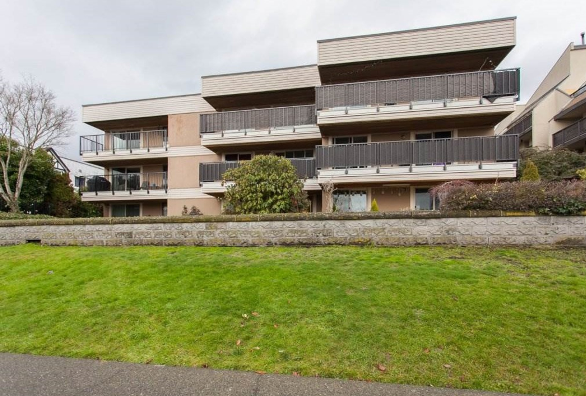 102-715-royal-ave at 102 - 715 Royal Avenue, Uptown NW, New Westminster
