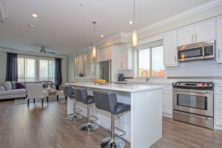 262143084-6 at 41 - 19913 70 Avenue, Willoughby Heights, Langley