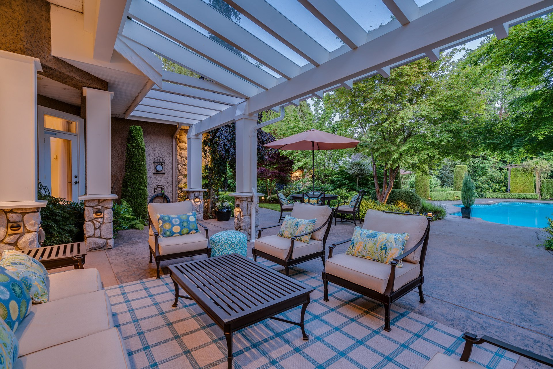 Covered Patio at 13342 25 Avenue, Elgin Chantrell, South Surrey White Rock