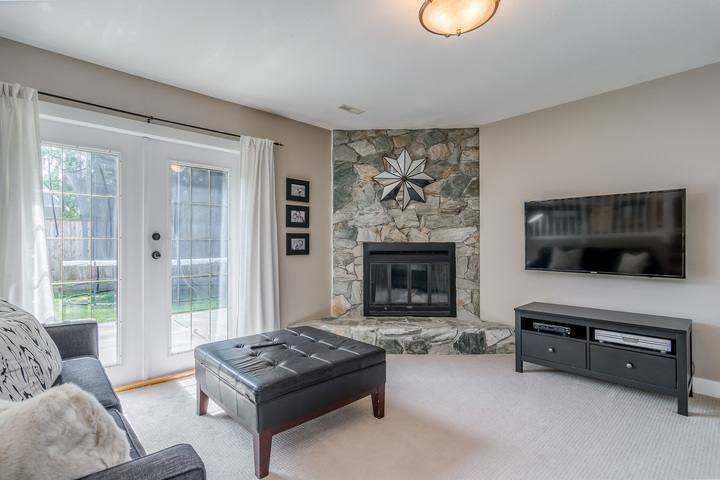 Family Room at 2421 127 Street, Crescent Bch Ocean Pk., South Surrey White Rock