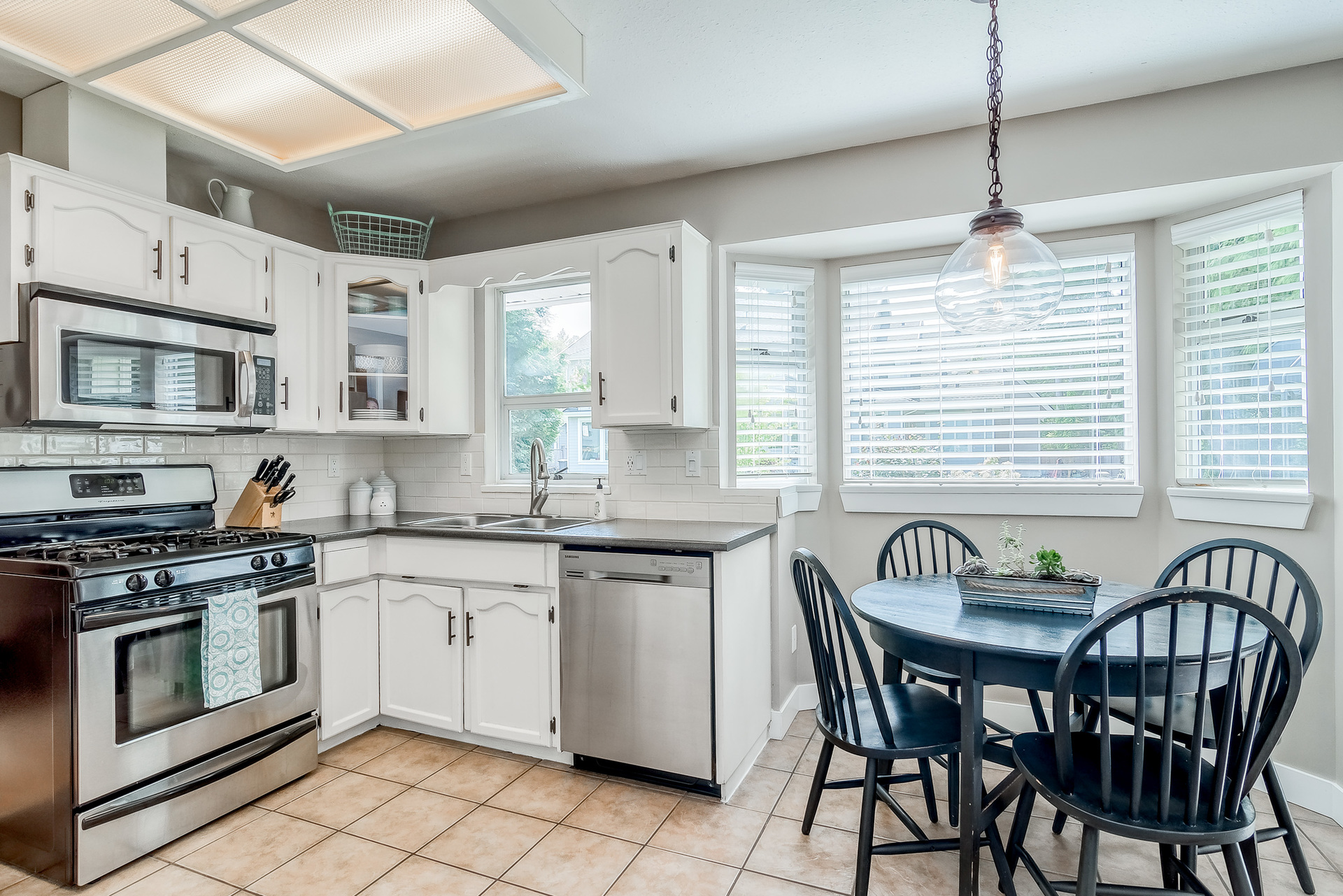 Kitchen & Eating Area  at 2421 127 Street, Crescent Bch Ocean Pk., South Surrey White Rock