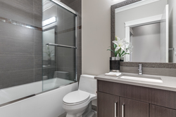 16-full-bathroom at 804 Scott Street, The Heights NW, New Westminster