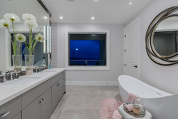 11-master-ensuite at 15031 Victoria Avenue, White Rock, South Surrey White Rock