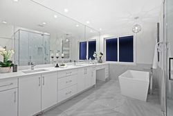 17-master-ensuite-with-soaker at 16053 8a Avenue, King George Corridor, South Surrey White Rock