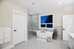 23-master-ensuite-with-soaker at 14486 17 Avenue, Sunnyside Park Surrey, South Surrey White Rock