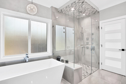 29-master-ensuite-soaker-and-shower at 15804 Tulip Drive, King George Corridor, South Surrey White Rock