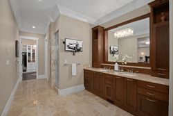 18-master-ensuite-on-the-main at 355 198 Street, Campbell Valley, Langley
