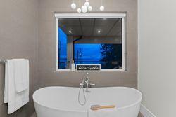 13-master-soaker at 14705 Oxenham Avenue, White Rock, South Surrey White Rock