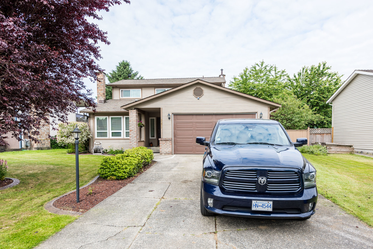3 bedroom Walnut Grove Home by Solon Bucholtz Top Langley Realtor at 9275 212b Street, Walnut Grove, Langley
