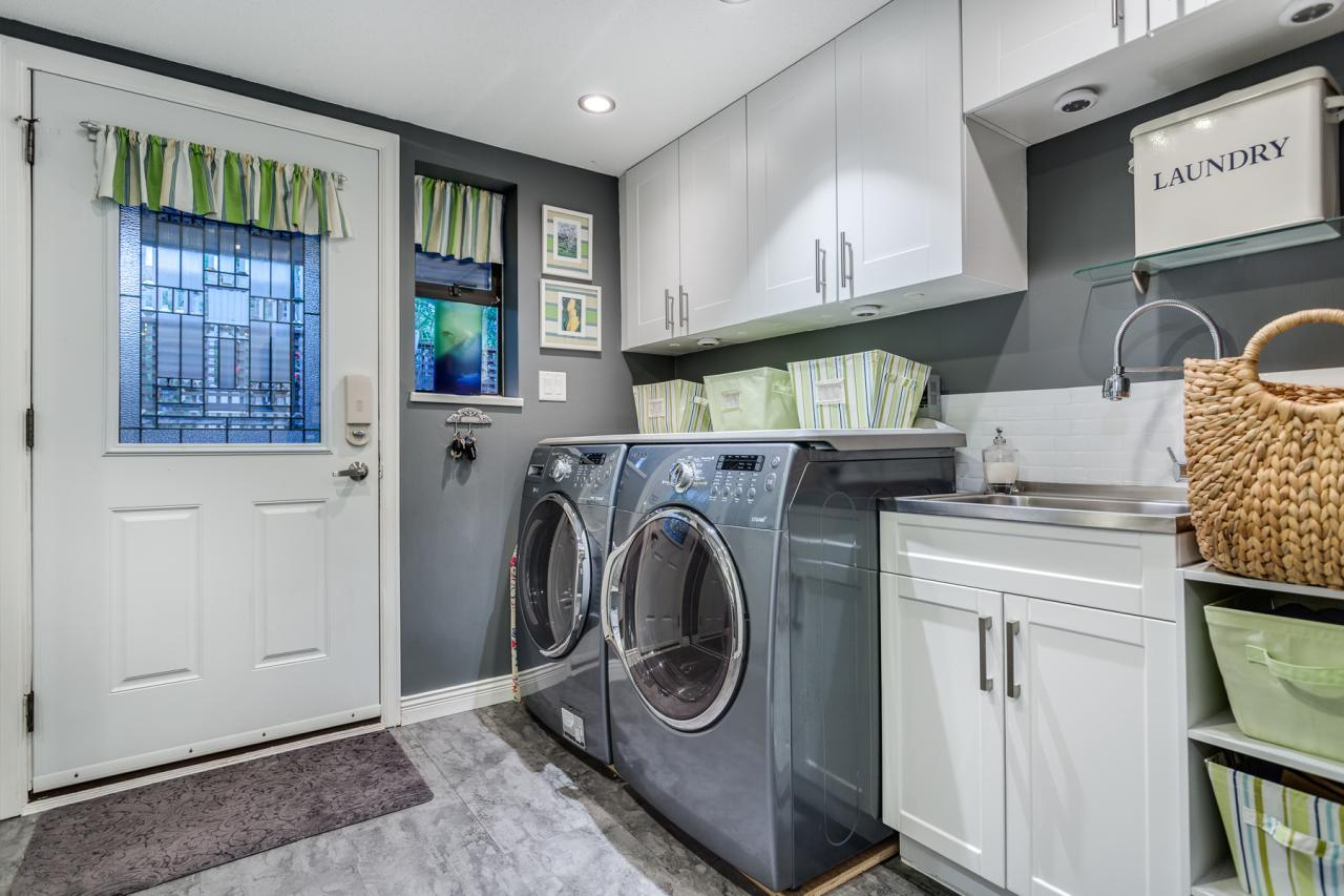 Laundry 1 at 924 Tsawwassen Beach Road, Tsawwassen