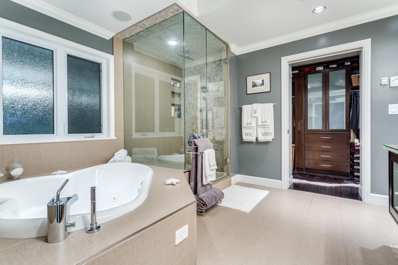 Ensuite1 at 924 Tsawwassen Beach Road, Tsawwassen