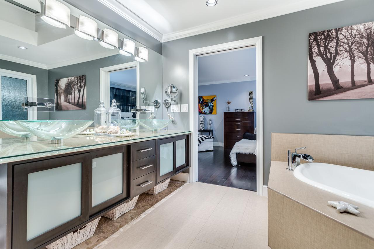 Ensuite 2 at 924 Tsawwassen Beach Road, Tsawwassen