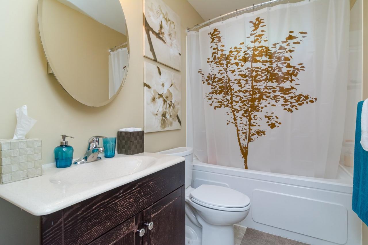 Bathroom at 11520 95 Avenue, Annieville, N. Delta