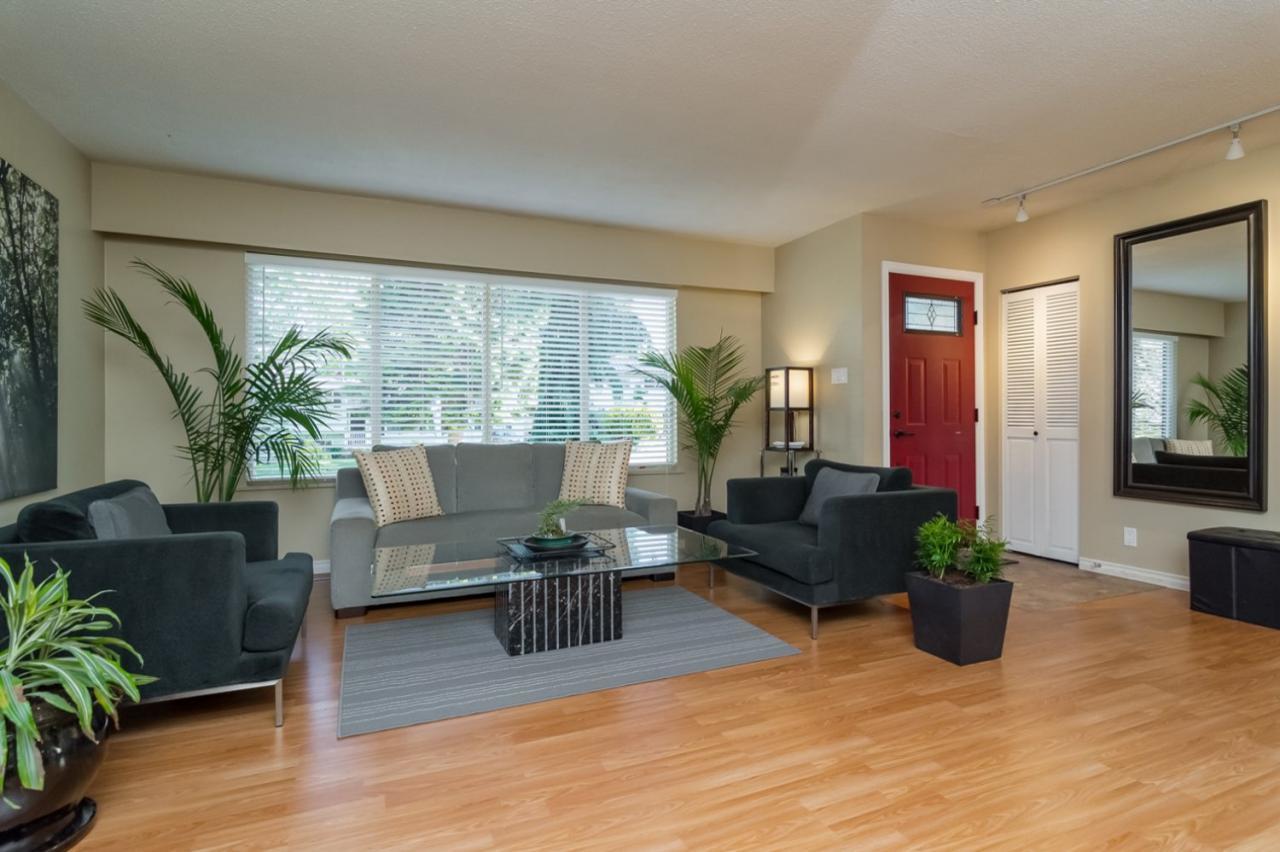 Living Room at 11520 95 Avenue, Annieville, N. Delta