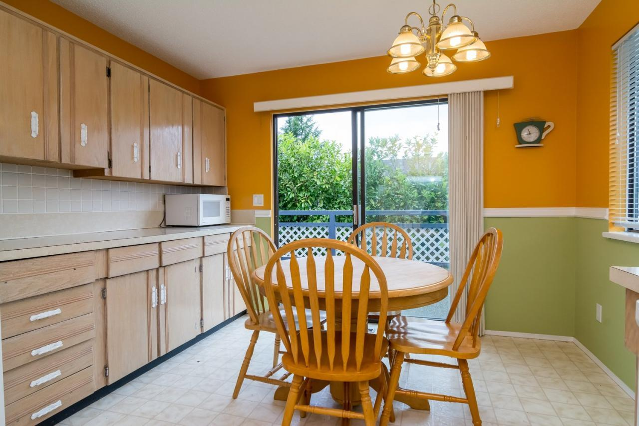 Breakfast Nook at 9473 212a, Langley