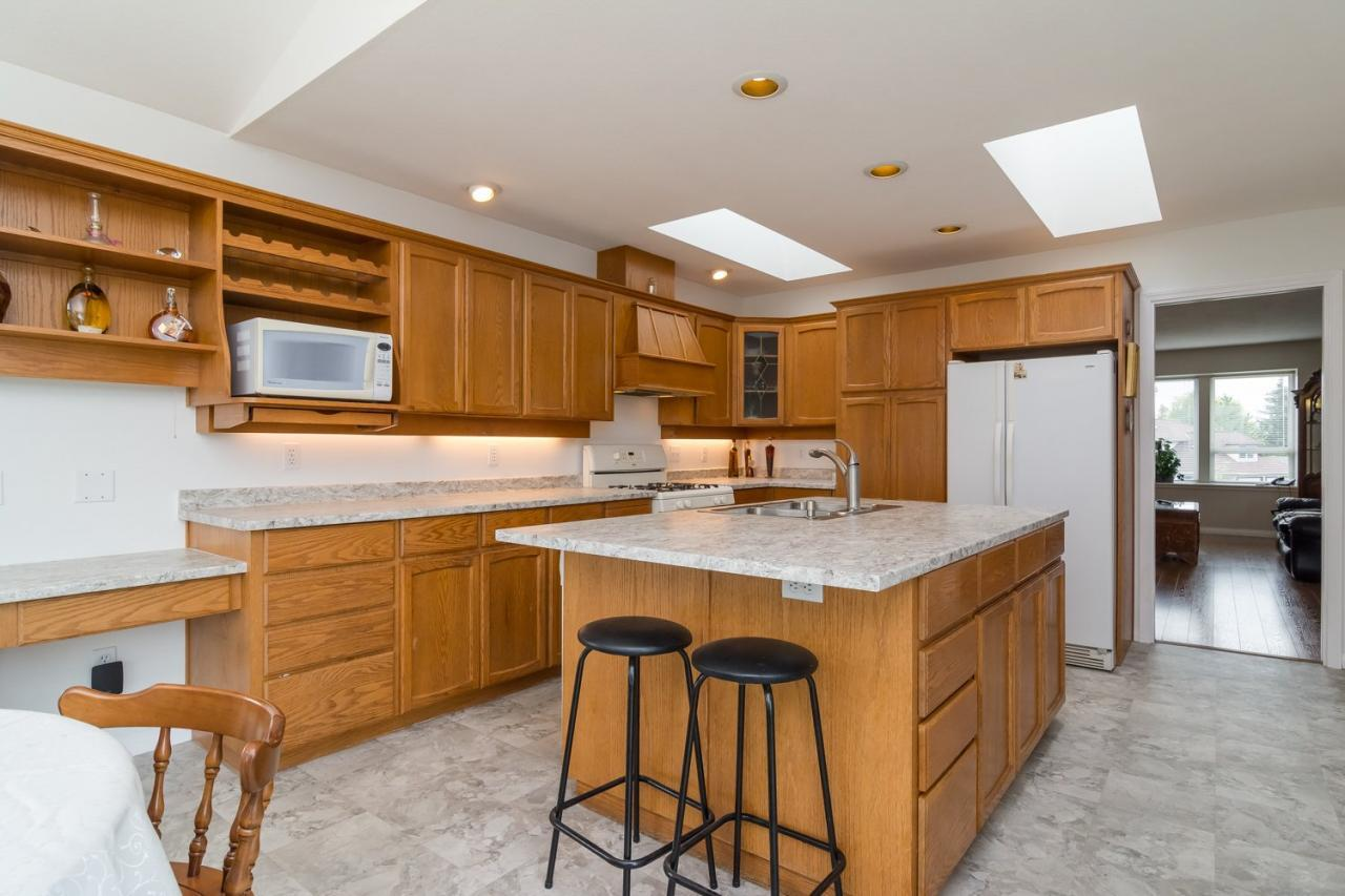 Breakfast Bar at 6375 187a Street, Cloverdale