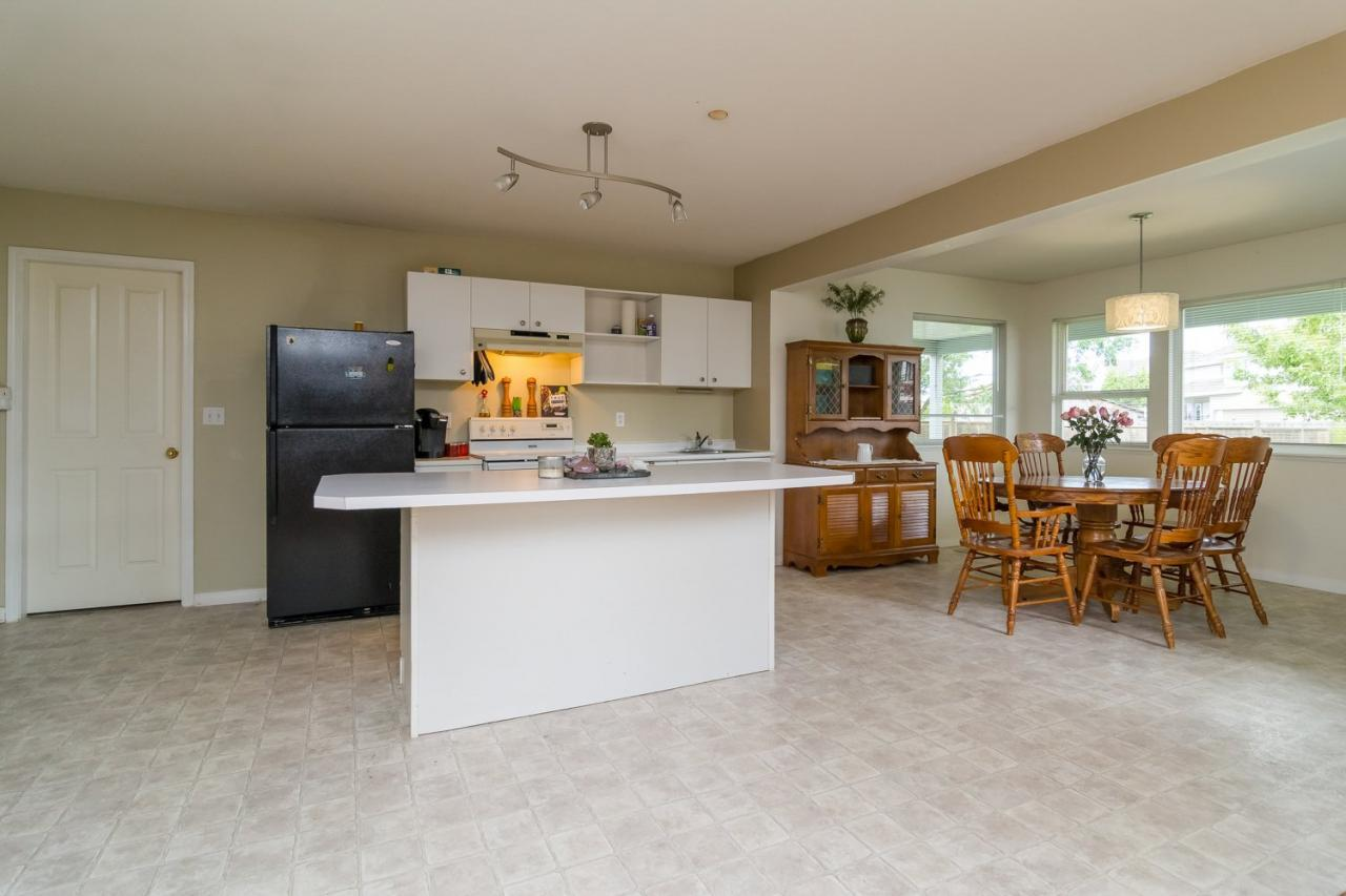 Suite Kitchen  at 6375 187a Street, Cloverdale