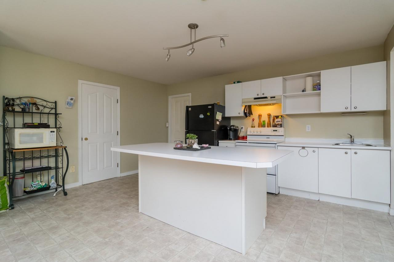 Suite Kitchen 2 at 6375 187a Street, Cloverdale