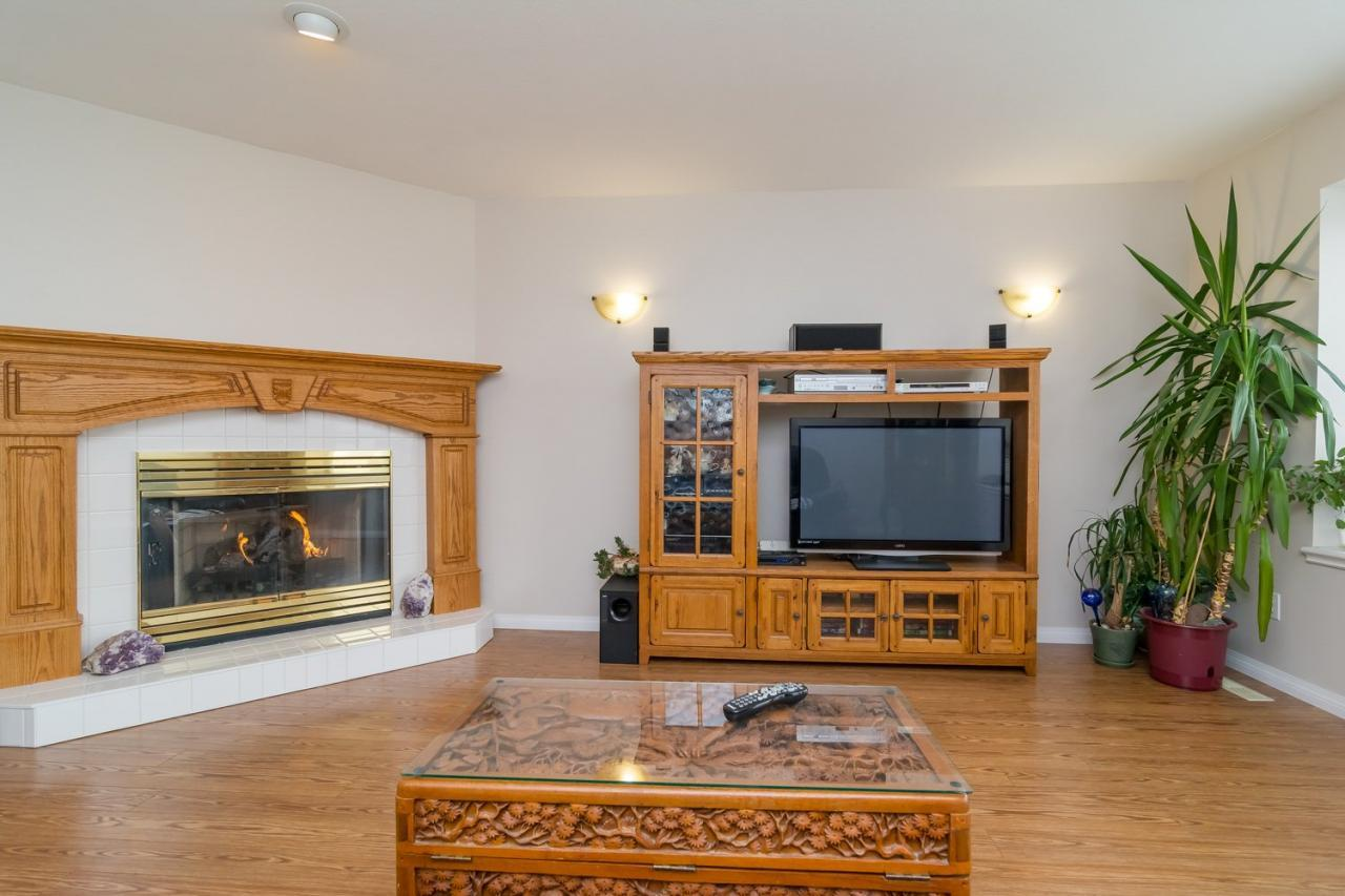 Living Room 2 at 6375 187a Street, Cloverdale