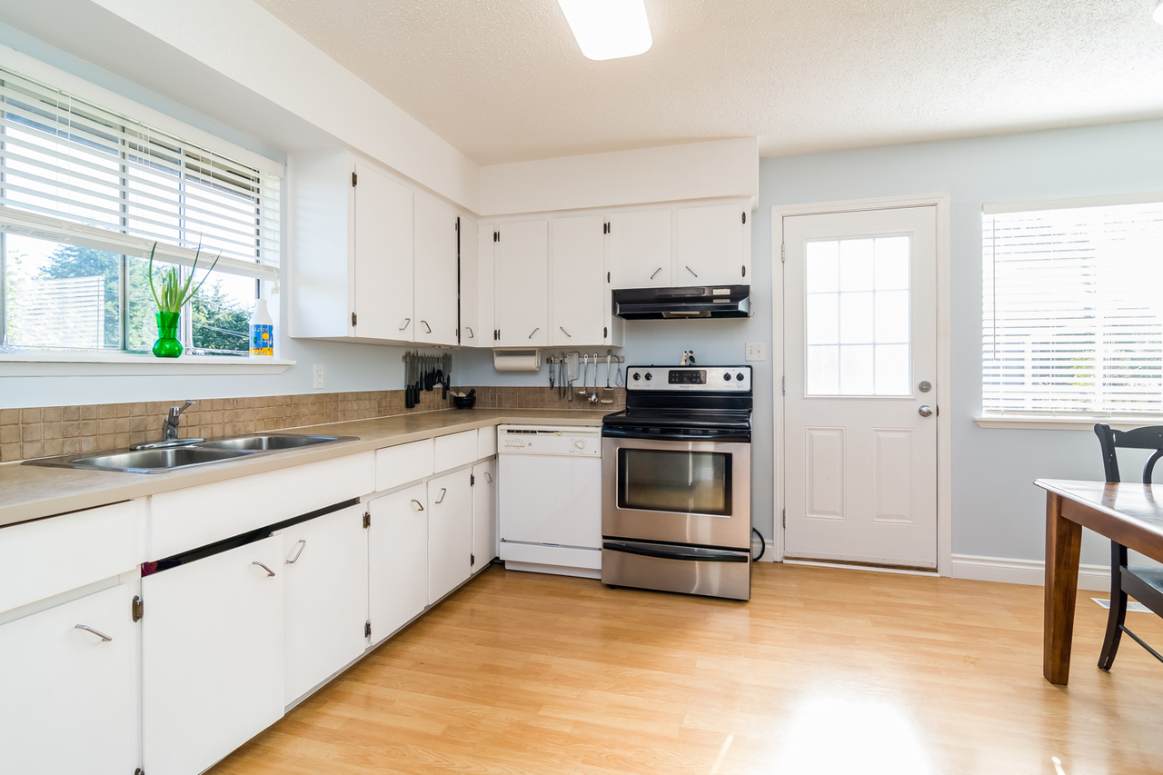 Kitchen  at 26974 29 Avenue, Aldergrove Langley, Langley