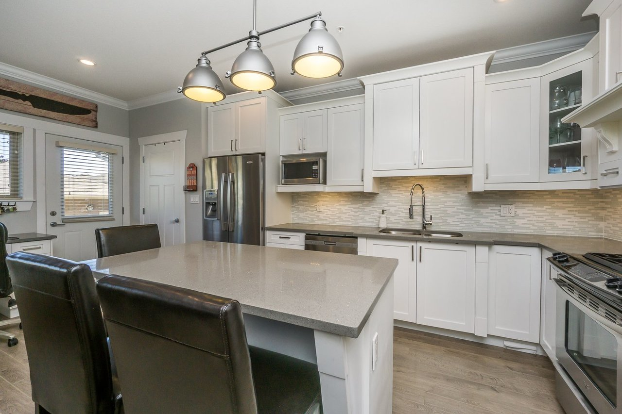 Kitchen Island at 21149 77b Avenue, Willoughby Heights, Langley