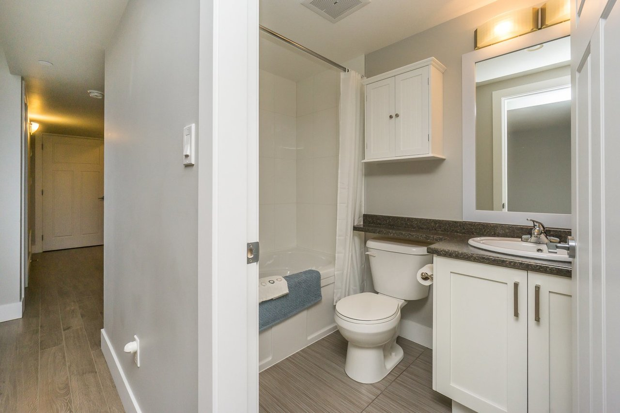 Full Bathroom at 21149 77b Avenue, Willoughby Heights, Langley