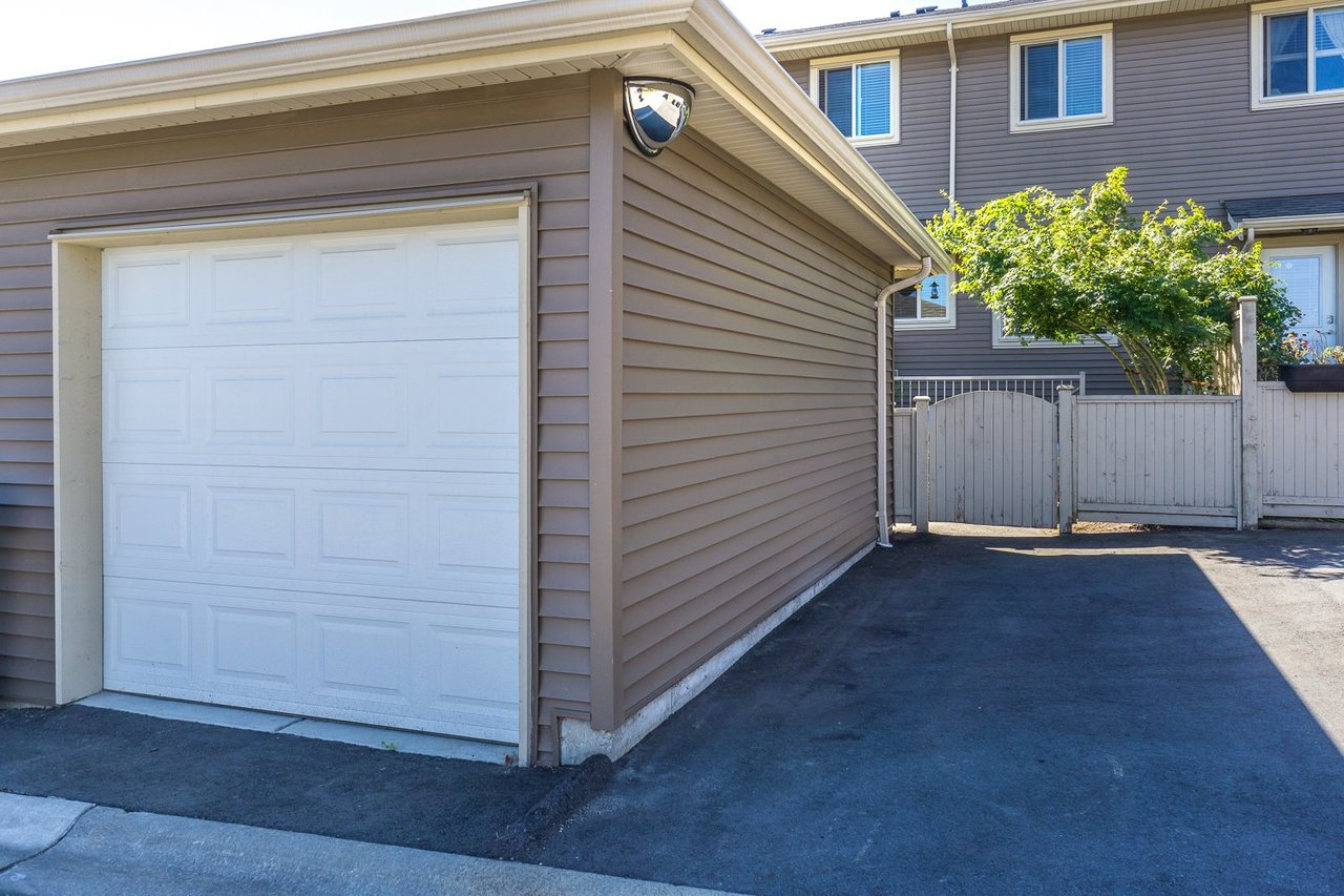 Detached Garage at 21149 77b Avenue, Willoughby Heights, Langley