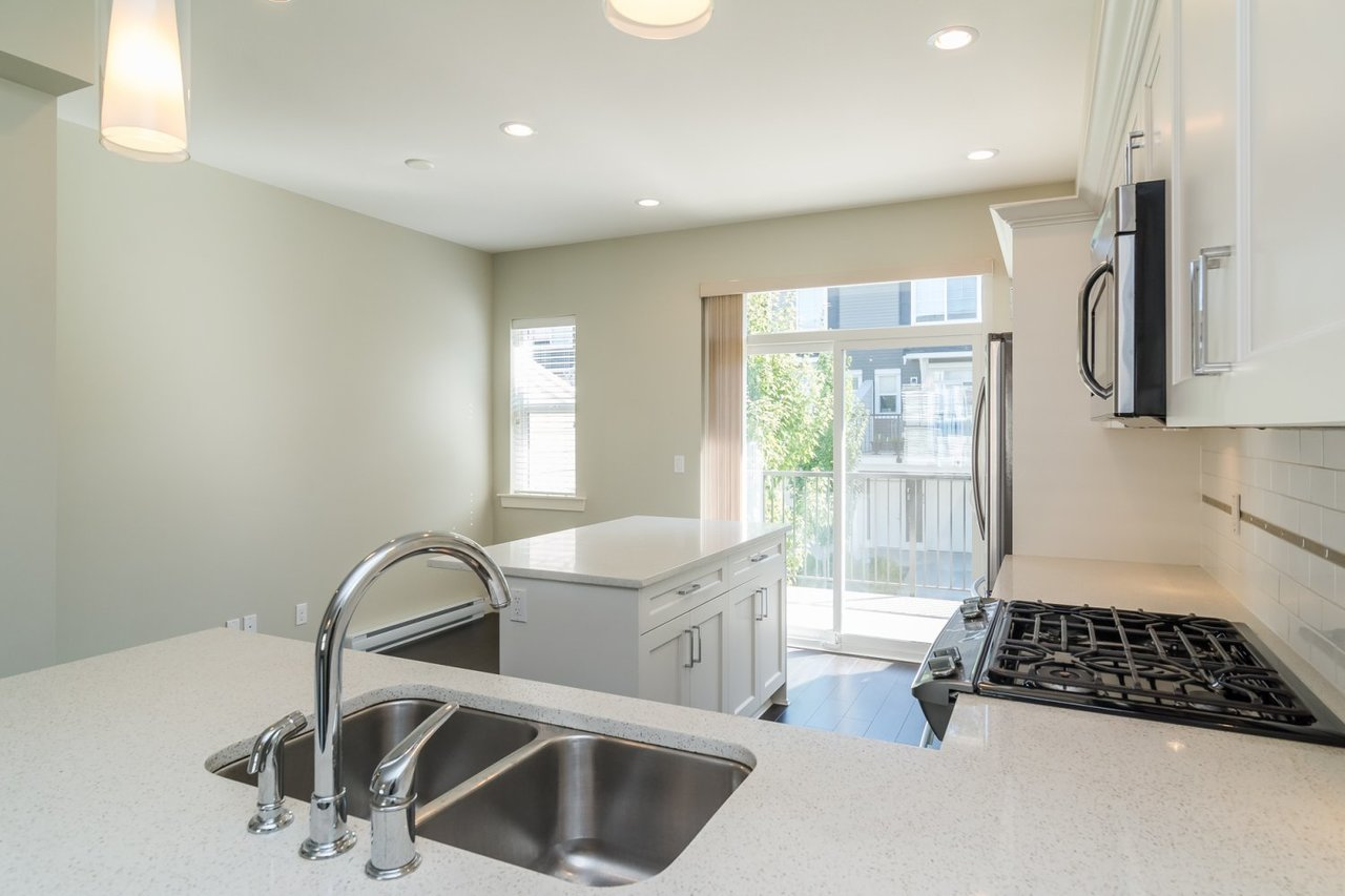 Countertops at 67 - 2469 164th Street, Surrey