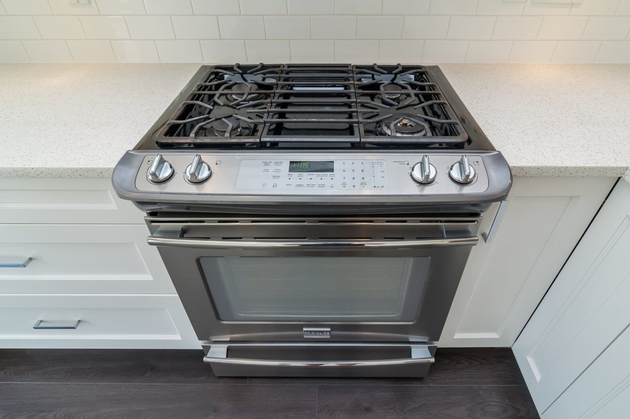 Upgraded Stove at 67 - 2469 164th Street, Surrey