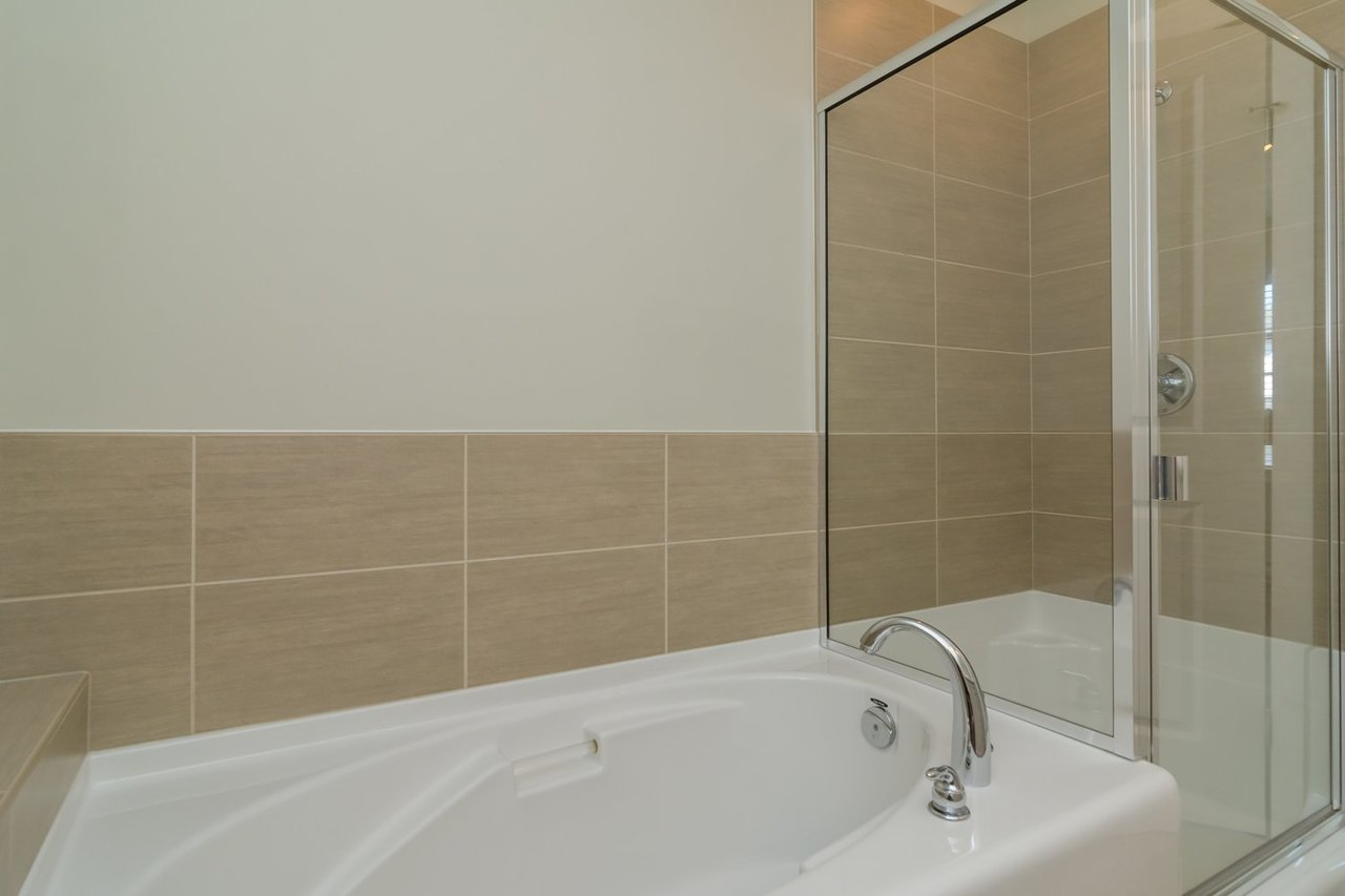 Master Bath at 67 - 2469 164th Street, Surrey