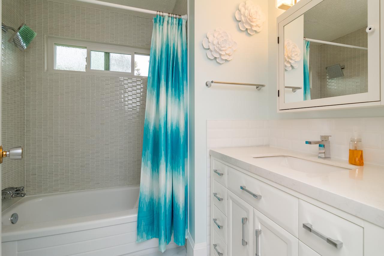Bathroom 3 at 6358 193b Street, Surrey