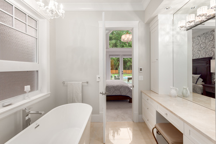 12642 23 Avenue Master Tub at 12642 23 Avenue, Crescent Bch Ocean Pk., South Surrey White Rock