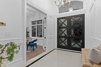 16697 30A Avenue foyer at 16697 30a Avenue, Grandview Surrey, South Surrey White Rock