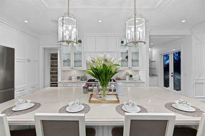 16697 30A Avenue kitchen island at 16697 30a Avenue, Grandview Surrey, South Surrey White Rock