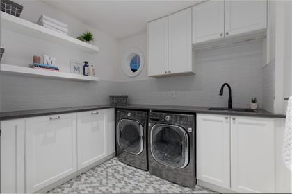 16697 30A Avenue laundry at 16697 30a Avenue, Grandview Surrey, South Surrey White Rock