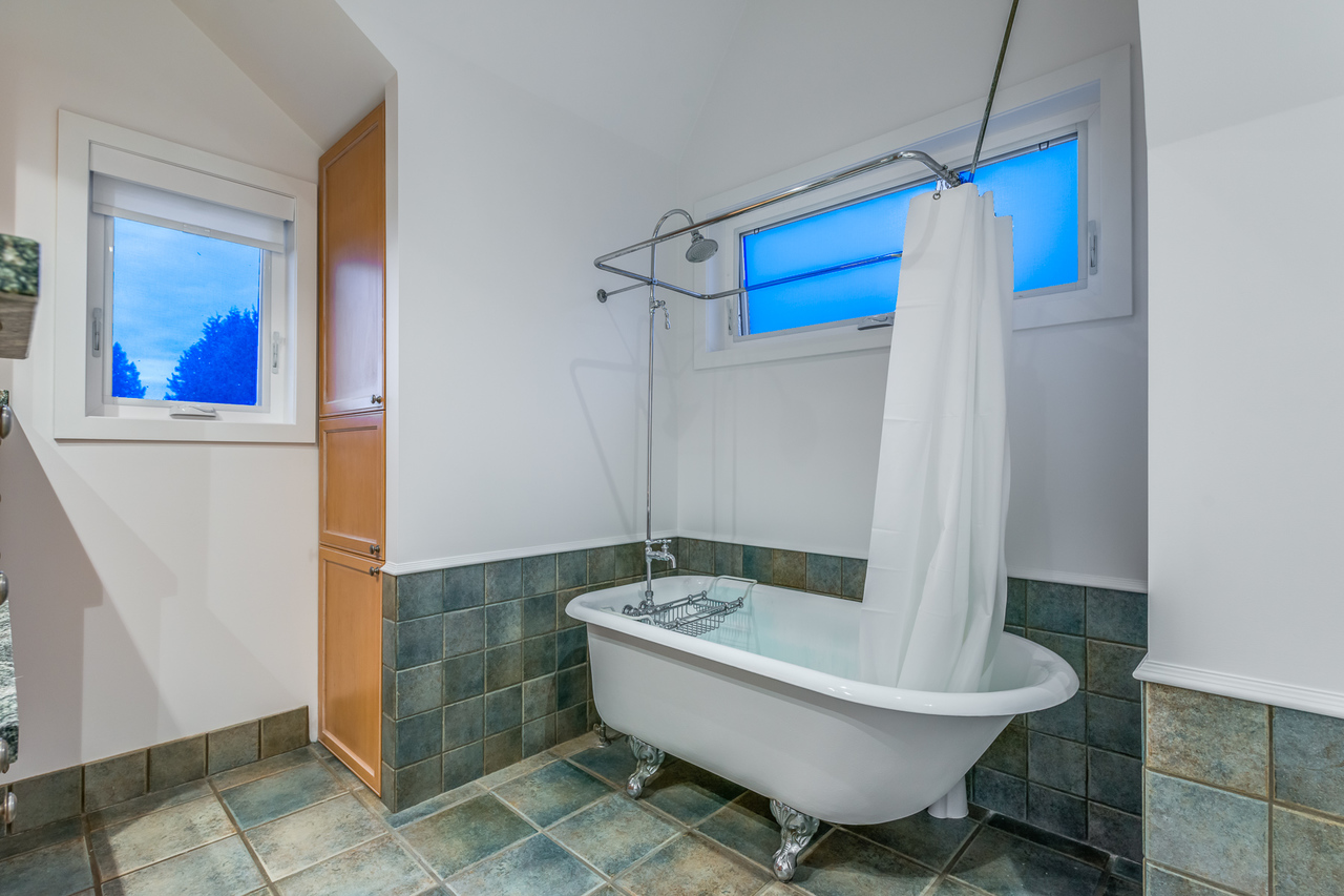 ensuite at 2651 Mathers Avenue, Dundarave, West Vancouver