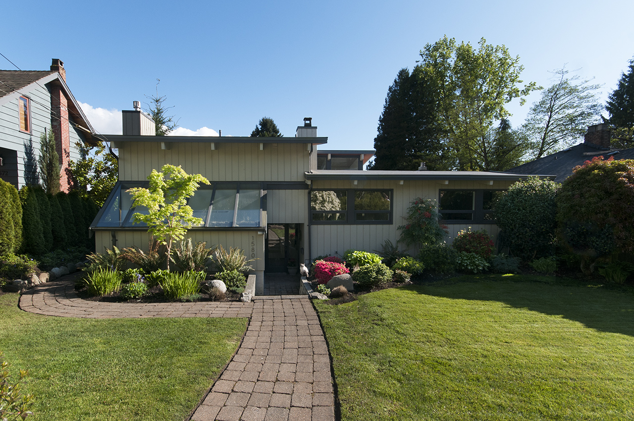 Front of House at 1580 Kings, West Vancouver