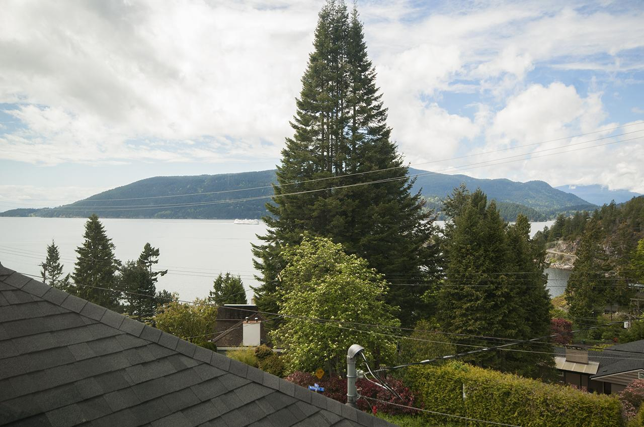 9727 at 6252 Wellington Avenue, Horseshoe Bay WV, West Vancouver