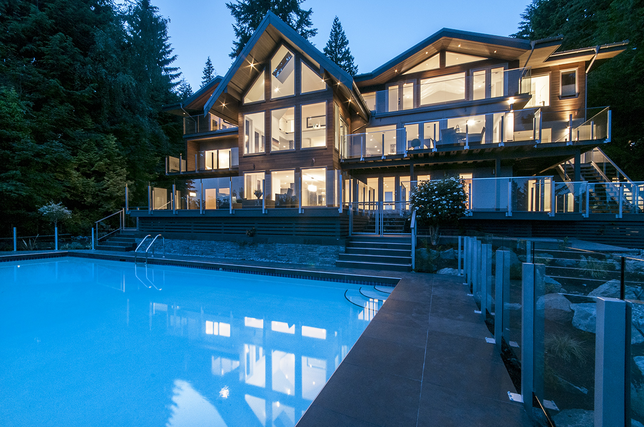 at 3048 Spencer Court, Altamont, West Vancouver