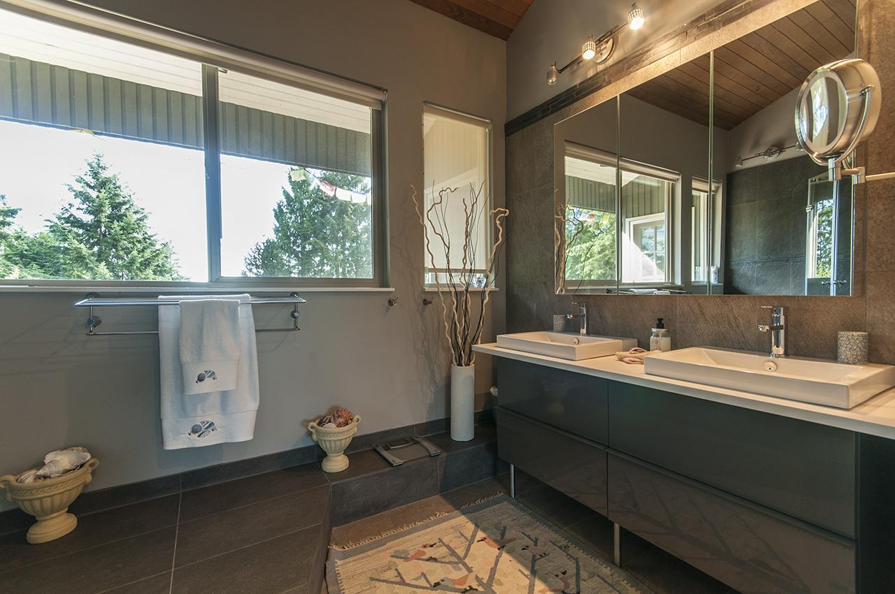 Master Ensuite at 555 Palisade Drive, Canyon Heights NV, North Vancouver