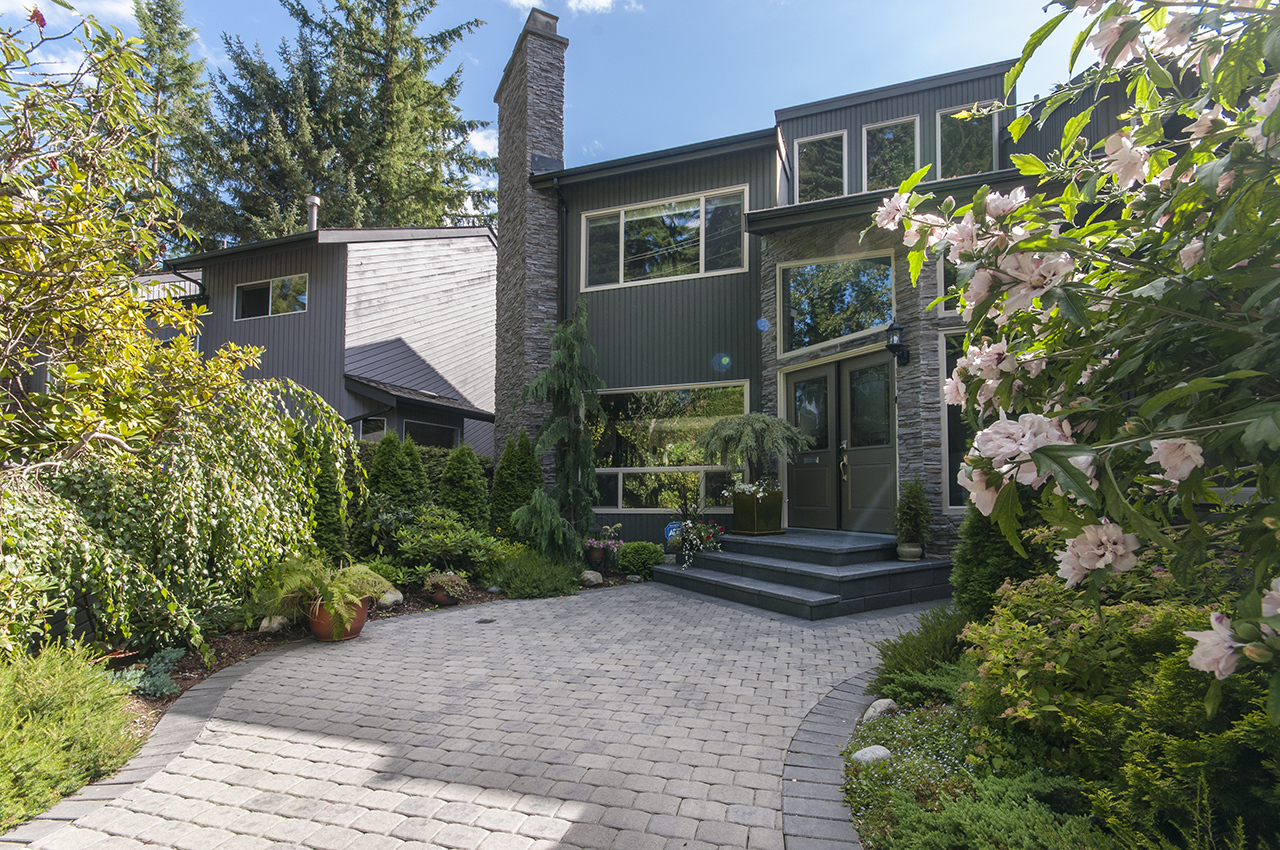 Front of Home at 555 Palisade Drive, Canyon Heights NV, North Vancouver