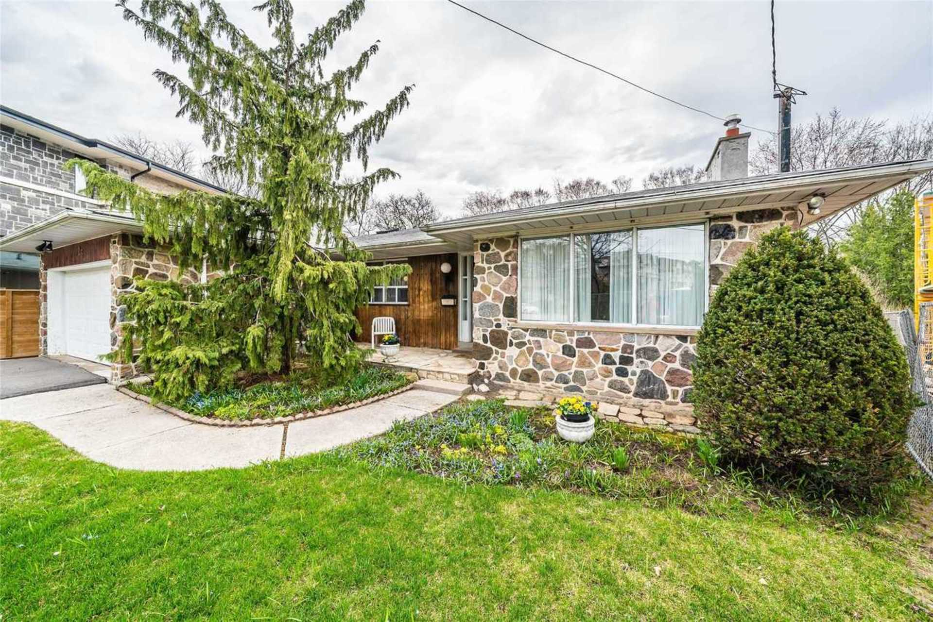 SALE #474 - 25 Wycliffe Crescent, Bayview Village, Toronto 2