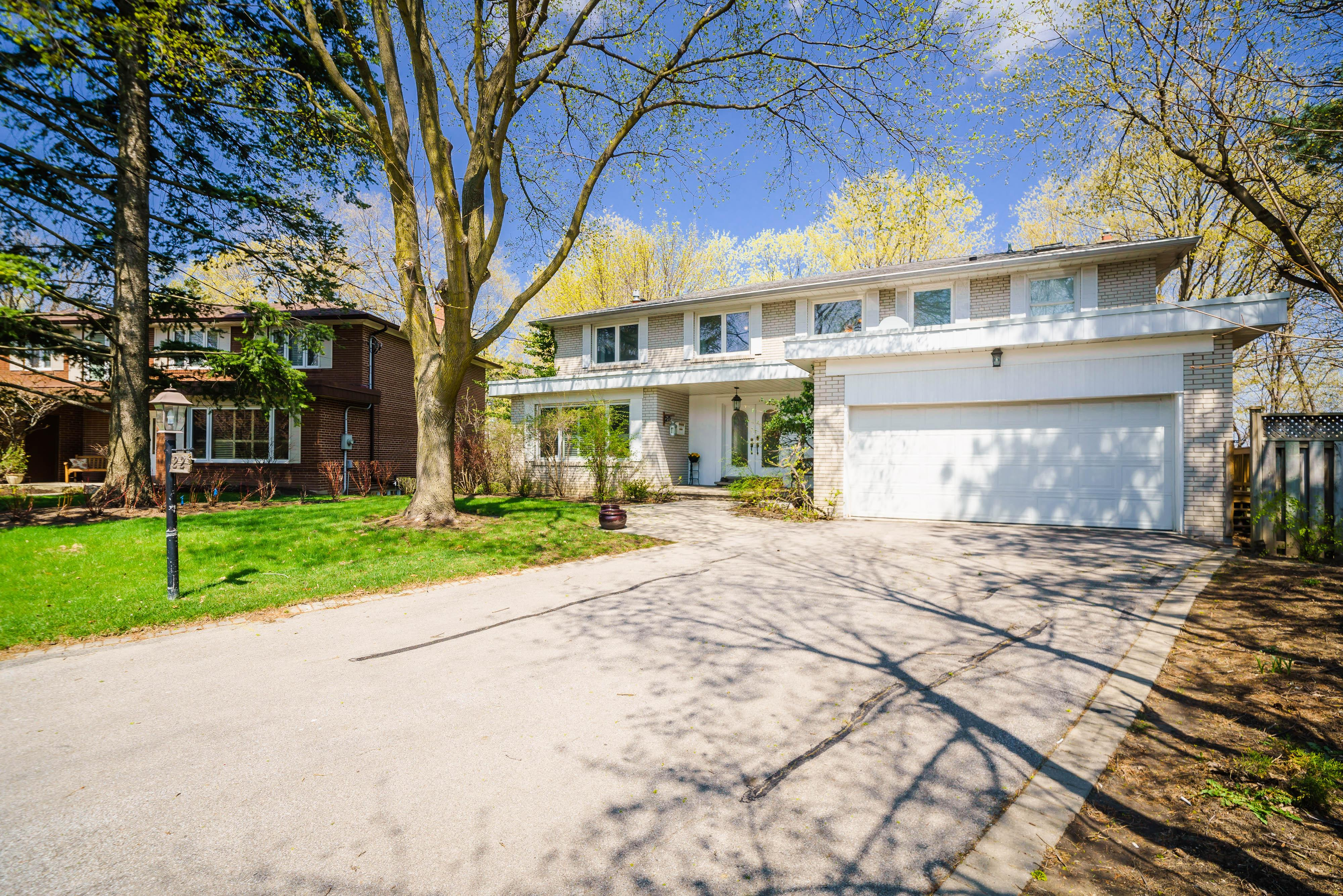 22 Woodthrush Court, Bayview Village, Toronto