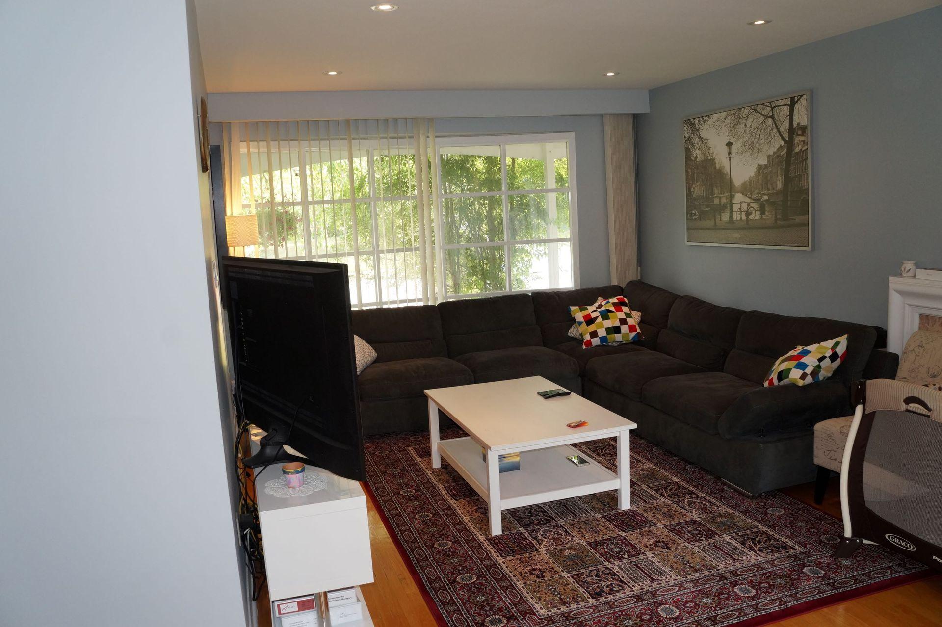livingroom at 1 Knollview Crescent, Bayview Village, Toronto